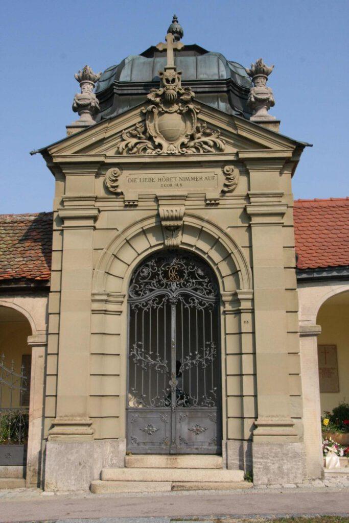 Morbid Vergnügt der Ansbacher Kulturspaziergang über Friedhöfe Bio Boutique Hotels Schwarzer Bock